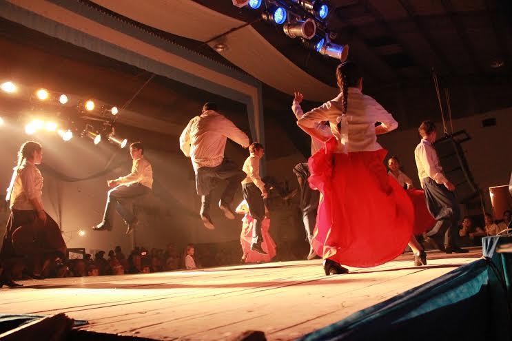 Danzas Nativas del Sur - Pipinas