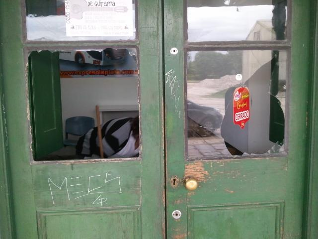 Rompen vidrios en la estacion